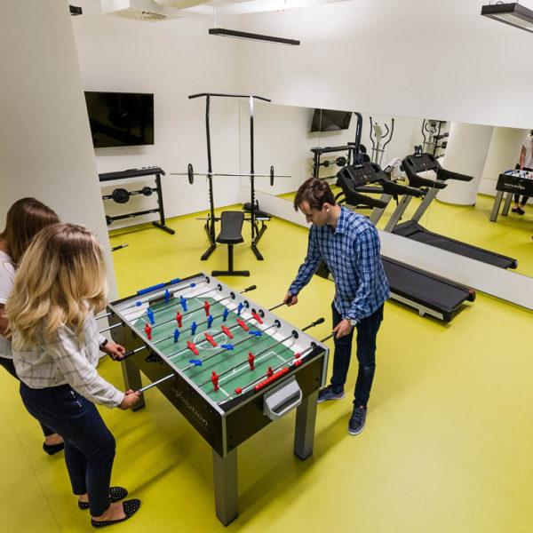piłkarzyki gra w biurze
